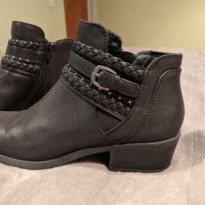 Baretraps black ankle boots